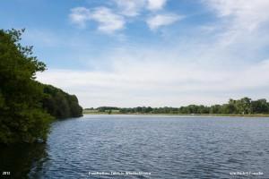 blauer Himmel am Poschwitzer Teich in Windischleuba